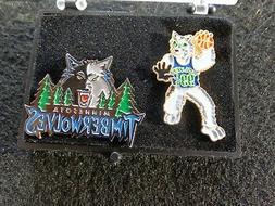 VINTAGE Minnesota Timberwolves  MASCOT PIN CRUNCH & WOLF'S L